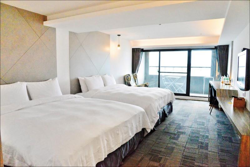 樂遊海景雙床房(附陽台)/週日~四3,220元,週五、六4,416元,有2張King Size的雙人床。(記者許麗娟/攝影)