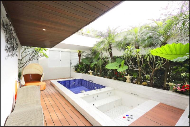 也有不少房型備有戶外空間,且重視隱密性和有搭配植栽,讓人可以盡情放鬆。(記者李惠洲/攝影)