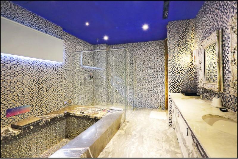 所有房型的浴缸皆是氣泡、超音波式的按摩浴缸,若有兩池以上的衛浴空間則同時包括水柱加壓和氣泡式。(記者李惠洲/攝影)