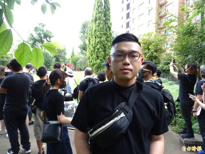 挺身參加撐港遊行的周姓台灣留學生,他表示,港府和港警的做法讓他很生氣,也很心疼港人的遭遇。(記者林翠儀攝)