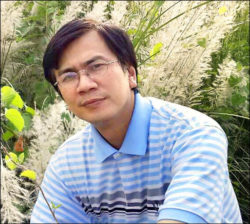郭俊成/嘉南藥理大學化妝品應用與管理系教授:畢業於台灣大學醫學院毒理研究所博士班,近年來與研究團隊共同推行不以動物做實驗的「生物液膜安全檢測技術」獲得科技部補助產學合作研究計畫的支持。(圖片提供/郭俊成)