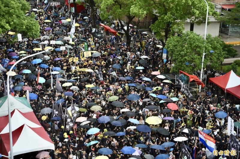 香港反送中運動今全球大串聯,台灣與香港命運同體,也由公民及學生團體串聯,在台北市立法院院發起929台港大遊行。(記者羅沛德攝)
