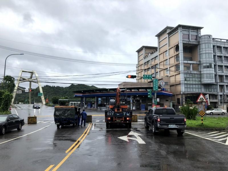 因應米塔颱風來襲,為維護用路人行車安全,基隆市政府自9月30日上午7時預警性封閉堵南1-1地下道(堵南街通往明德三路間),雙向路線禁止通行。(記者俞肇福翻攝)