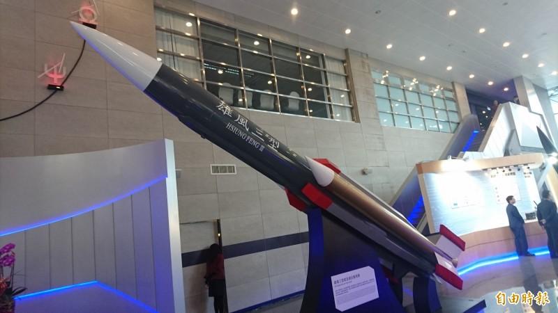 國防部傳出已同意空軍IDF戰機掛載空射型雄三超音速反艦飛彈建案,可望在2021年開始研製。(資料照)