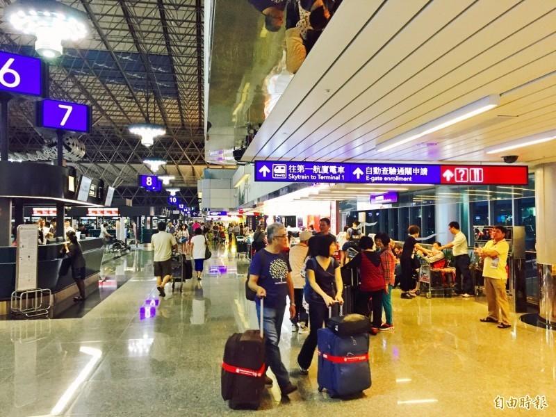 受米塔颱風來襲影響,今日國內及國際線航班多有異動,旅客出門搭機前請務必留意相關資訊。(資料照)