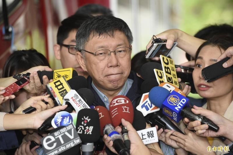 台北市長柯文哲30日前往台北市第二災害應變中心主持工作會議,抵達後接受媒體訪問。(記者叢昌瑾攝)