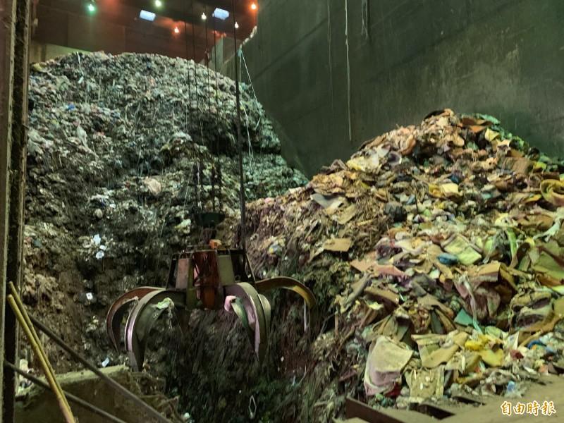台中文山焚化廠垃圾去化拉警報,市府要蓋新的焚化爐。(記者唐在馨攝)
