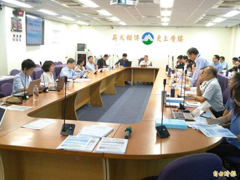 空氣品質指標AQI大於100不啟動備用燃煤發電,台中發電廠新建2部燃氣機組通過環評初審。 (記者劉力仁攝)