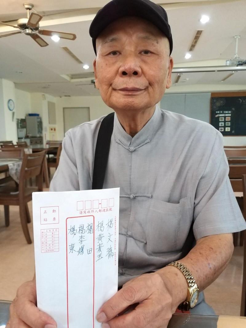 楊文龍多年來以先父母、胞兄、遺愛和自己之名,捐款幫助貧戶和社福機構,行善40多年後,他交代兒媳未來還要繼續捐款!(記者廖雪茹攝)