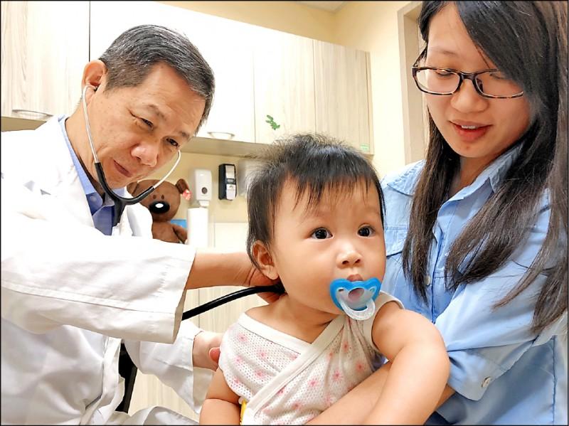 今年許多黴漿菌肺炎患者久未治癒,調查發現約有七成病患對治療用抗生素「紅黴素」出現抗藥性。圖中人物與新聞事件無關。(資料照)