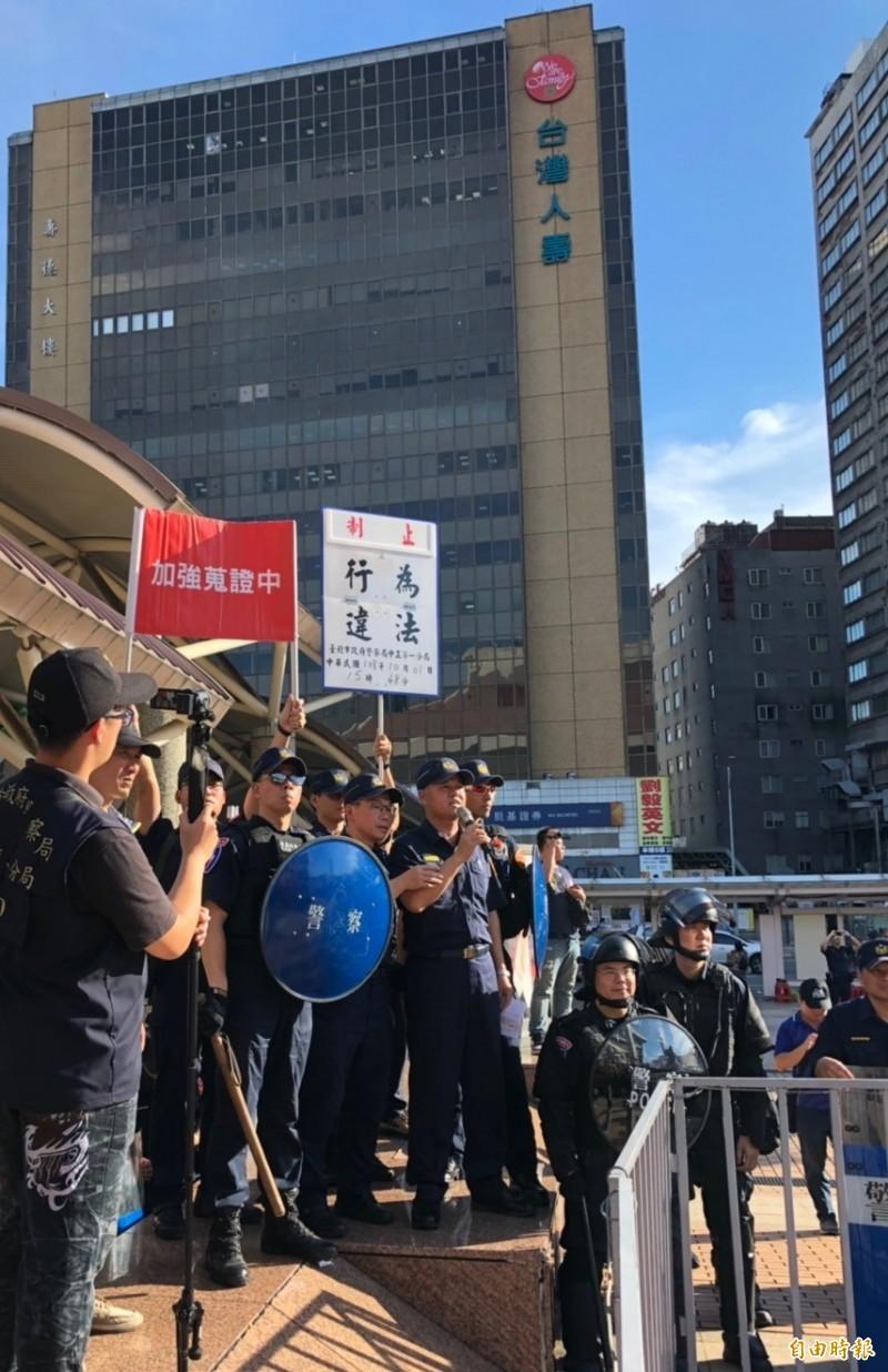 警方昨對統促黨違法集會舉牌警告。(資料照,記者王冠仁攝)
