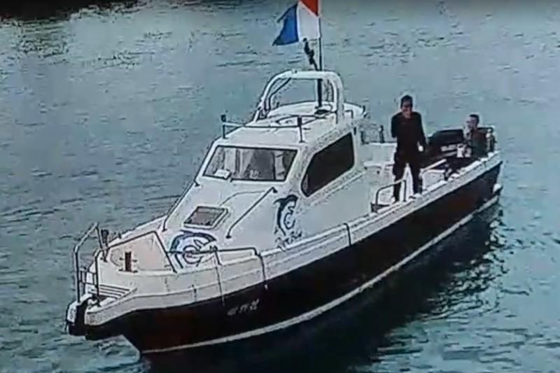 墾丁3名潛水客失蹤,一人在鵝鑾鼻獲救。(記者蔡宗憲翻攝)