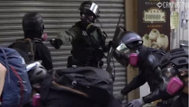 港警近距離開槍打傷中學生,香港公共醫療醫生協會批評警員的行徑「與行刑無異」。(圖擷自facebook.com/hkucampustv)