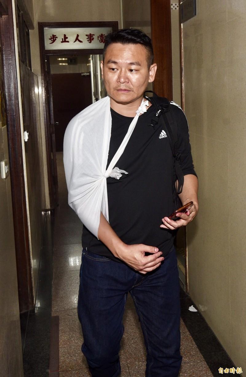 統促黨自忠黨部主委胡志偉對香港歌手何韻詩潑紅漆,今天確定交保。(資料照)