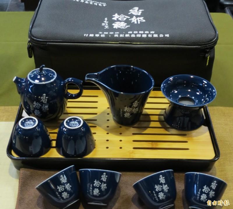 2019南投世界茶博覽會推出紀念茶具組。(記者張協昇攝)