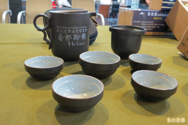 2019南投世界茶博覽會推出外出型茶具組。(記者張協昇攝)