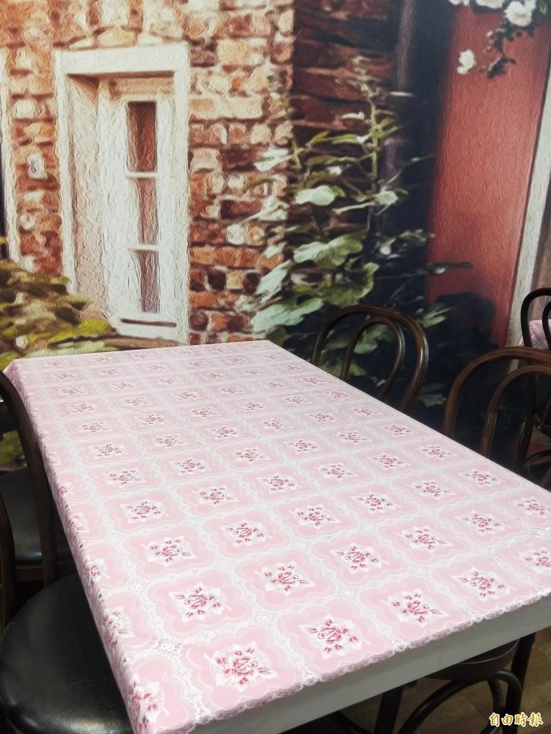 雙龍炒飯店內布置仿古,希望給顧客輕鬆的用餐氛圍。(記者何玉華攝)