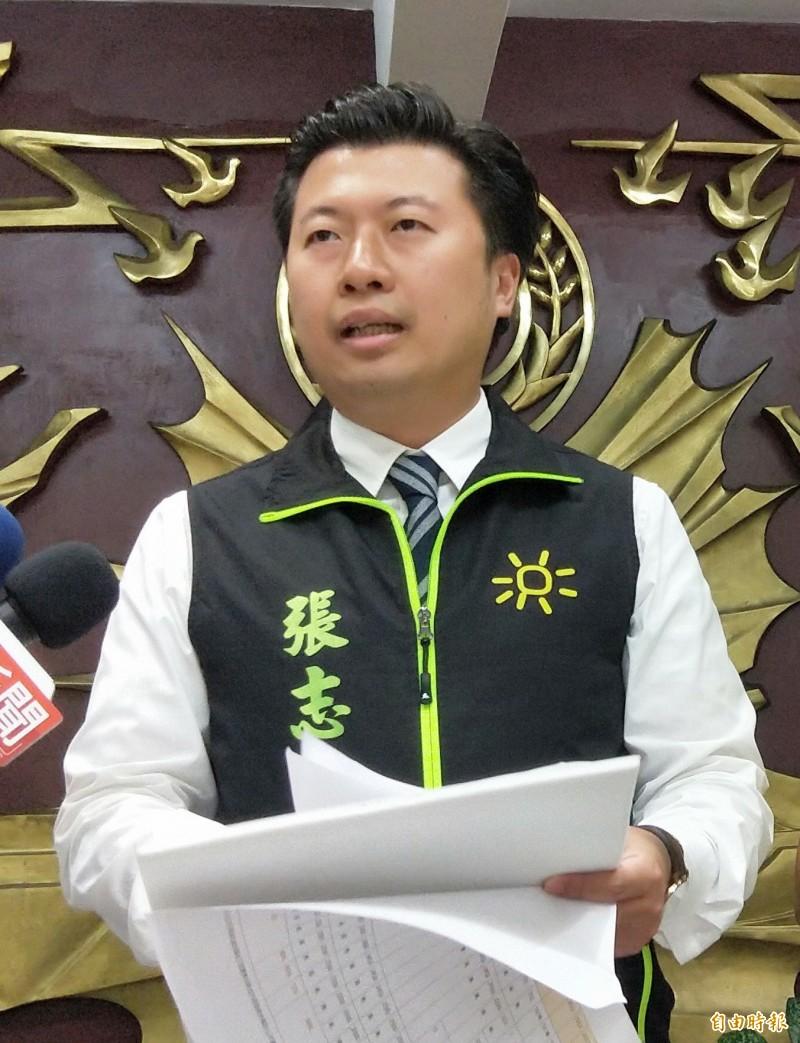 張志豪說,已經很久沒看到葉元之在議會質詢了。(記者何玉華攝)