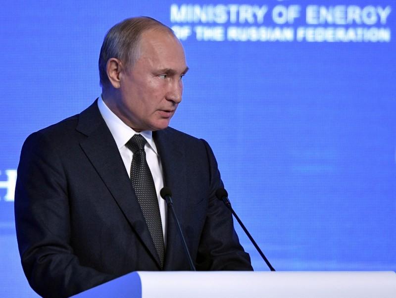 俄羅斯總統普廷(見圖)表示,沒有人跟16歲瑞典女孩桑伯格解釋過世界運作的複雜性以及複雜程度,「整體而言,我們必須支持再生能源的發展,但我們必須務實」。(路透)