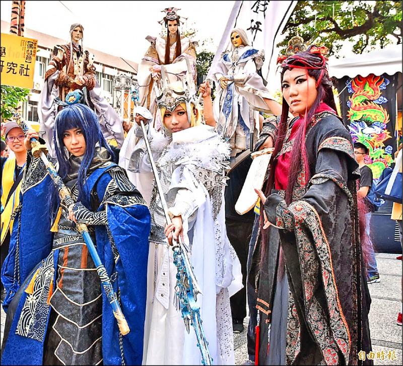 雲林國際偶戲節在雙十連假中有多項精彩活動,其中Cosplay徵選競賽吸引許多人參加。(記者黃淑莉攝)