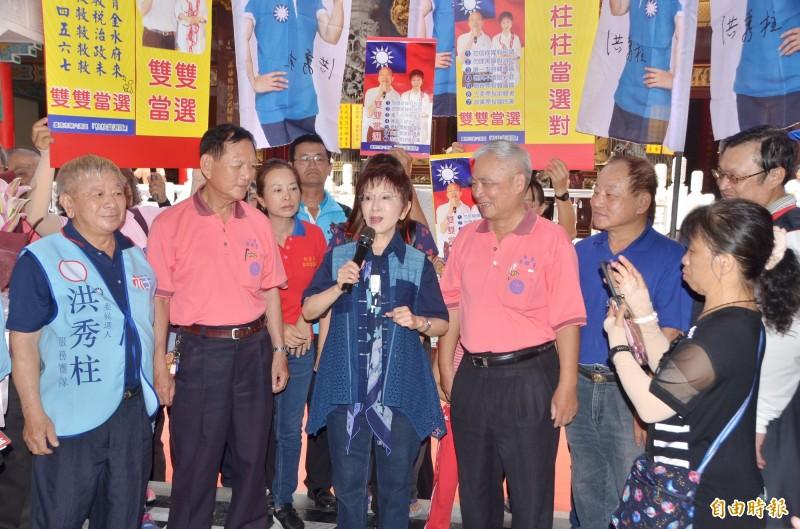 國民黨大老卡位不分區立委,引發議論,台南第6選區立委參選人洪秀柱(中)認為黨中央會有智慧處理的。(記者吳俊鋒攝)