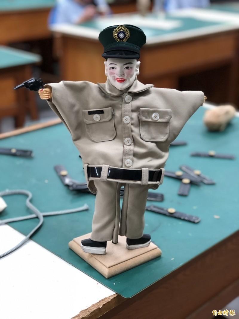 國片《返校》中的布袋戲偶「白面教官」引發高度討論。(記者廖淑玲攝)