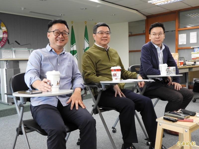 民進黨秘書長羅文嘉(左1)今天說,青年總部將在10月底正式成立,選戰目標是總統連任、立委過半。(記者陳鈺馥攝)