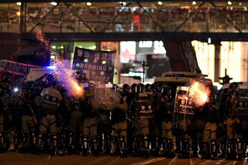 警察正在銅鑼灣一帶展開驅散行動。(法新社)