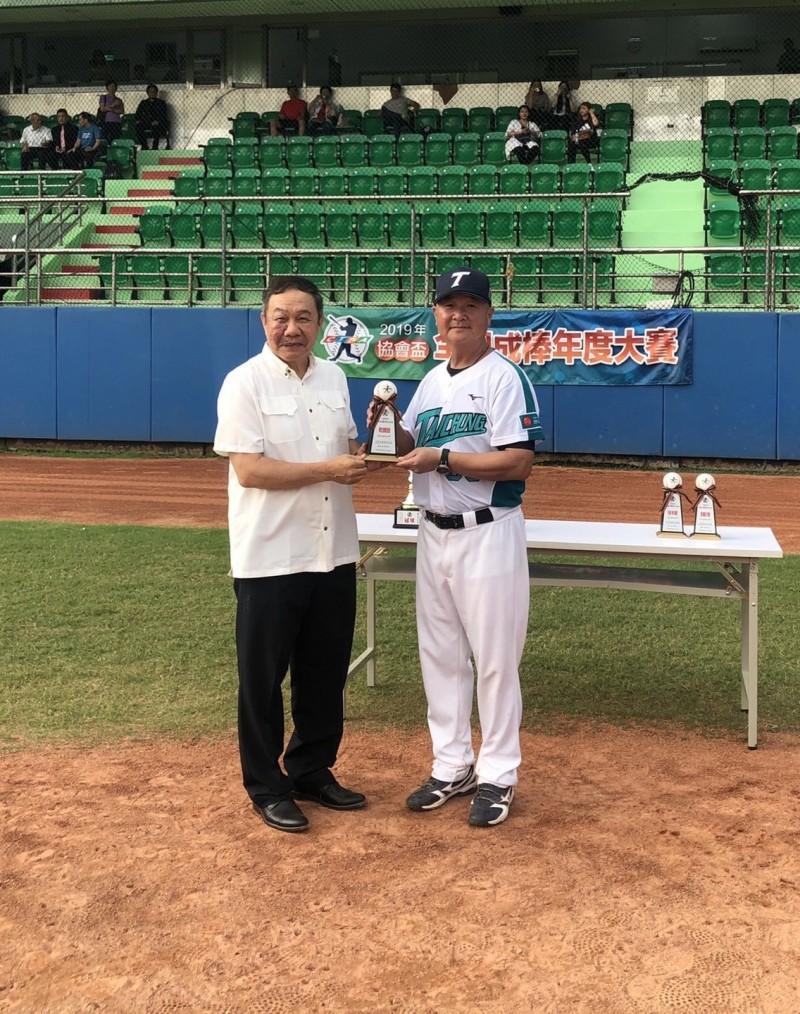 台中城市棒球隊常在比賽中奪冠,如今卻面臨營運困境。(記者唐在馨翻攝)