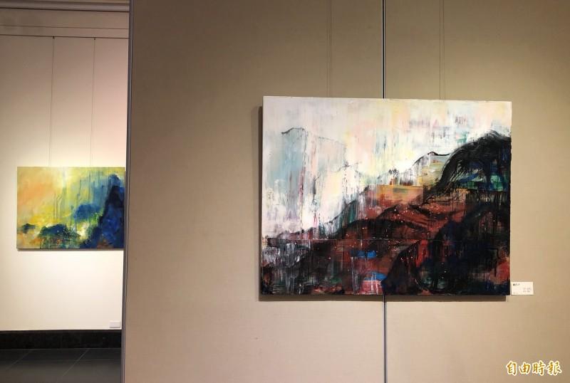 創世基金會舉辦藝術展,知名藝術家捐畫義賣。(記者蔡淑媛攝)