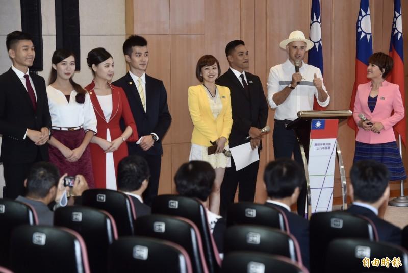 中華民國各界慶祝108年國慶記者會,主持人許儷齡、吳鳳、楊昶淋、廖芳潔及禮賓人員出席。(記者簡榮豐攝)