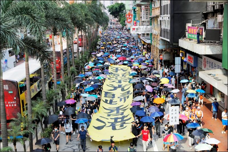 當香港人民為了意圖限縮其特殊地位的法案挺身而出、高聲抗議時,習近平不應該感到意外。(美聯社)