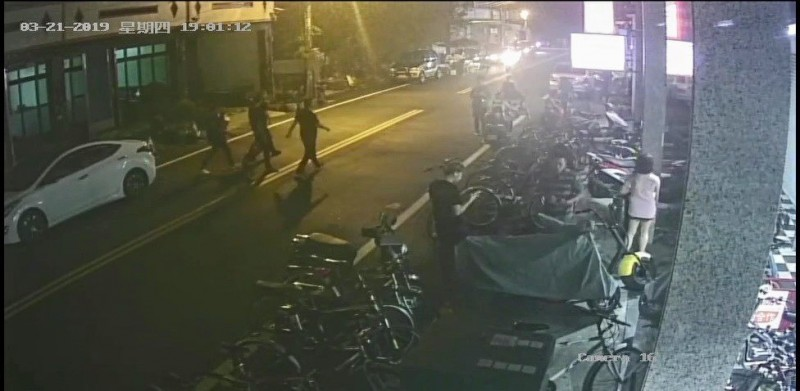 竹北分局掌握王男黨羽前往向某被害人暴力討債。(圖由警方提供)