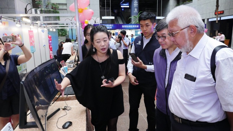 台北市立聯合醫院總院長黃勝堅出席活動(右一)。(聯合醫院提供)