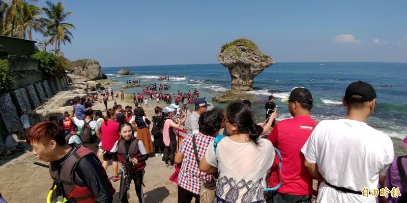 國慶連假小琉球將湧入爆量人潮。(記者陳彥廷攝)