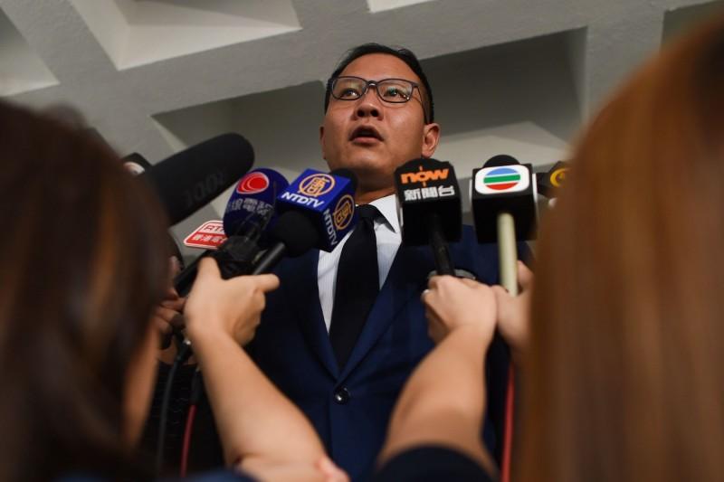 香港執業大律師郭榮鏗(見圖)等共24名民主派議員要求高院就《禁蒙面法》頒布臨時禁制令,但遭高院拒絕。(法新社)