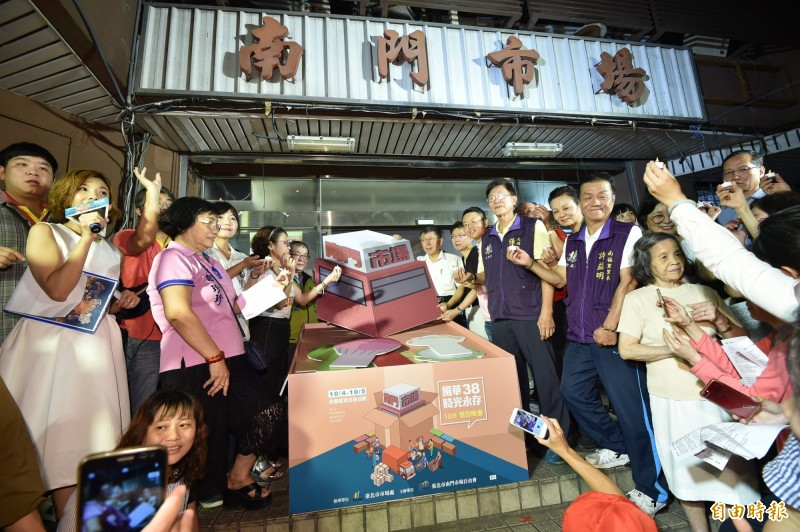 台北市南門市場今晚舉辦惜別晚會。(記者塗建榮攝)