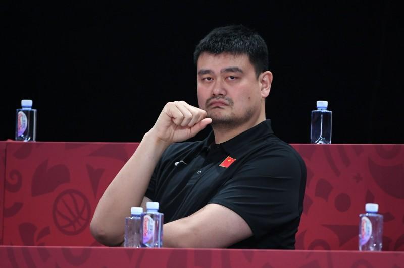 由前火箭隊球星姚明擔任主席的中國籃球協會宣布,即刻起終止與火箭隊交流。(法新社)
