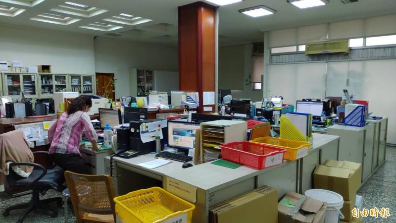 豐原轉運中心動土,停管處辦公室唱空城,只剩少數員工留守。(記者張菁雅攝)