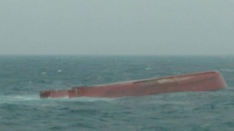 中國「東泓」輪翻覆,船上12名船員失蹤。(澎湖海巡隊提供)
