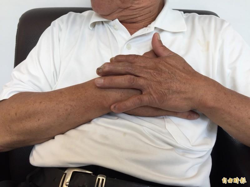 醫師提醒,民眾若出現胸悶、喘不過氣來,有可能心肌梗塞前兆,最好趕緊就醫檢查。圖為情境照,圖中人物與本文無關。(記者陳建志攝)