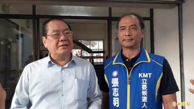 韓吳將合體走透透,曾永權(左)指稱國民黨將提十大「倒行逆施」施政下架民進黨政府。(記者陳賢義攝)