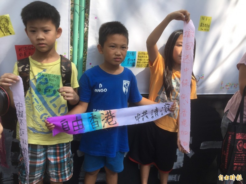 台兒少也發起連儂牆撐香港活動。(記者楊綿傑攝)