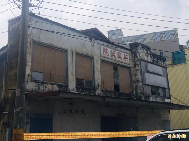 有一甲子歷史的嘉義縣大林鎮新興戲院即將拆除。(記者蔡宗勳攝)