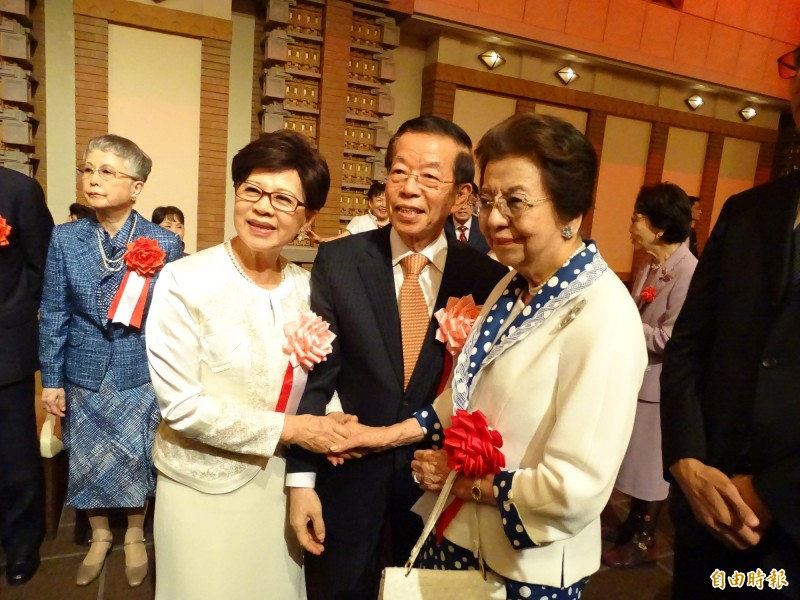 駐日代表謝長廷夫婦與安倍洋子合照。(記者林翠儀攝)