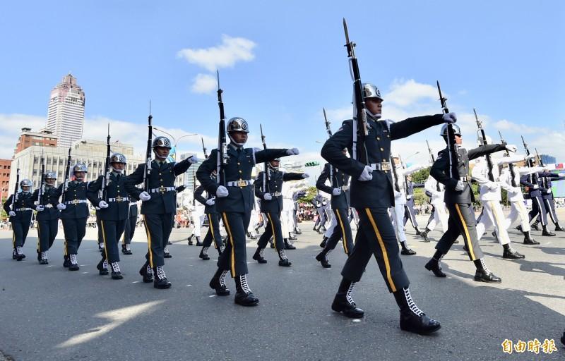 國慶大會預演三軍儀隊展現壯盛英姿。(記者塗建榮攝)