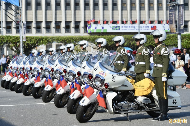 憲兵202指揮部「快速反應連」的重型機車參與國慶大會預演。(記者塗建榮攝)