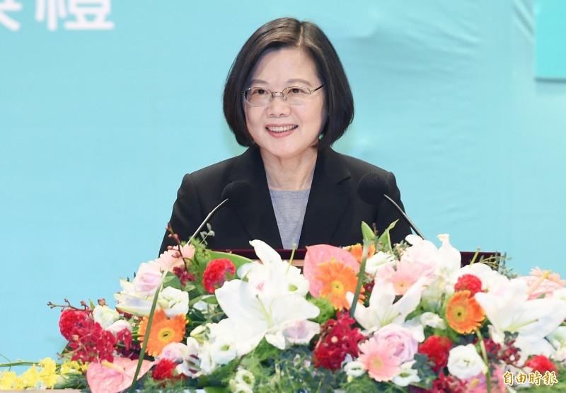 總統蔡英文霸氣表示,身為台灣總統,她會和所有球迷跟玩家一起,守護得來不易的民主自由價值。(資料照)