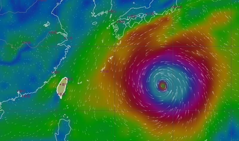 氣象局風場預報顯示圖指出,颱風10日晚間11點位於台灣東方海面。(圖擷取自中央氣象局)