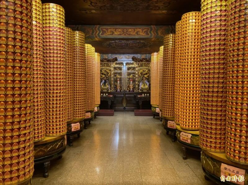 線上點光明燈,會安奉在鎮瀾宮殿內。(記者張軒哲攝)